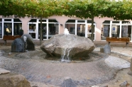 06-Brunnen